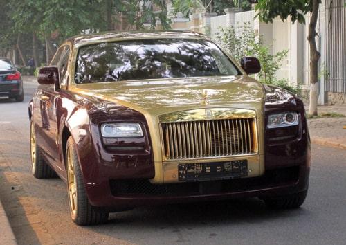 Lưới tản nhiệt và nắp capo ccua Rolls-Royce-Ghost mạ vàng