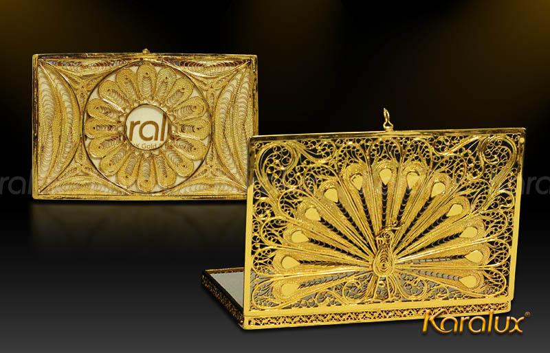 Chim công mạ vàng trên hộp đựng card visit mạ vàng 24K