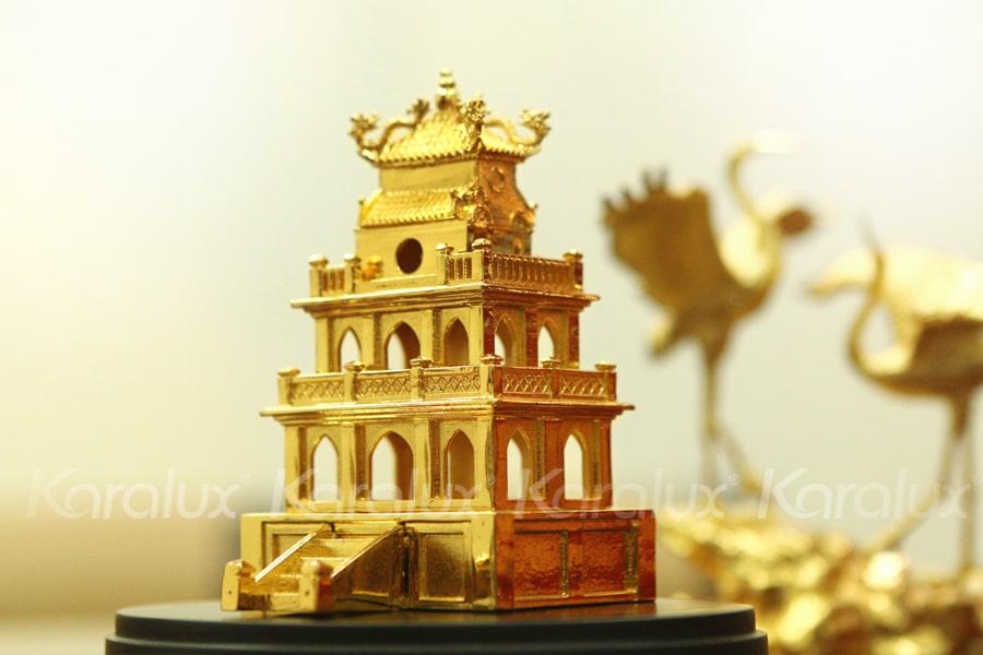 Mô hình Tháp Rùa mạ vàng