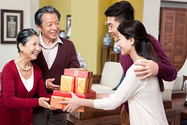 Quà Tết biếu bố mẹ vợ tương lai