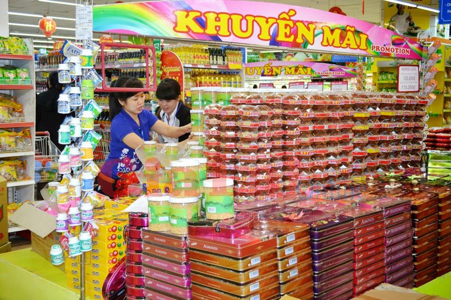 Hàng Tết 2014 tràn ngập tại các siêu thị, đại lý