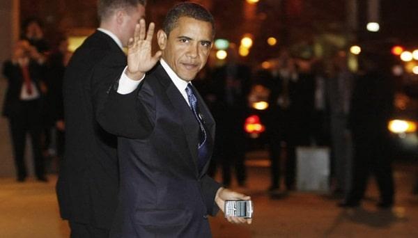 Obama có thói quen dùng điện thoại blackberry