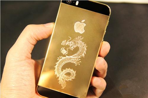 iPhone 5S mạ vàng khảm rồng tinh tế