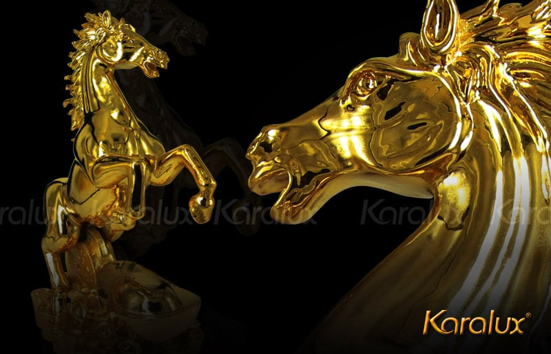 Tượng ngựa phong thủy mạ vàng 24K độc đáo
