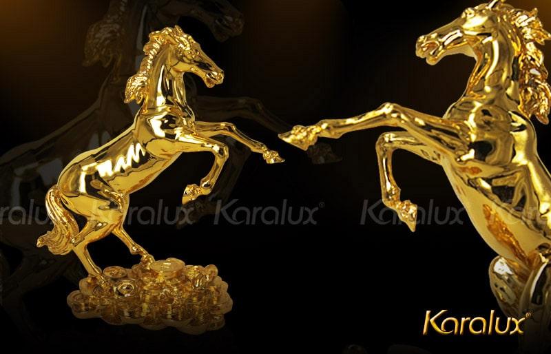 Linh vật ngựa mạ vàng độc đáo và sang trọng