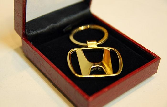Móc khóa ô tô mạ vàng 24K tặng nàng nhân ngày Valentine