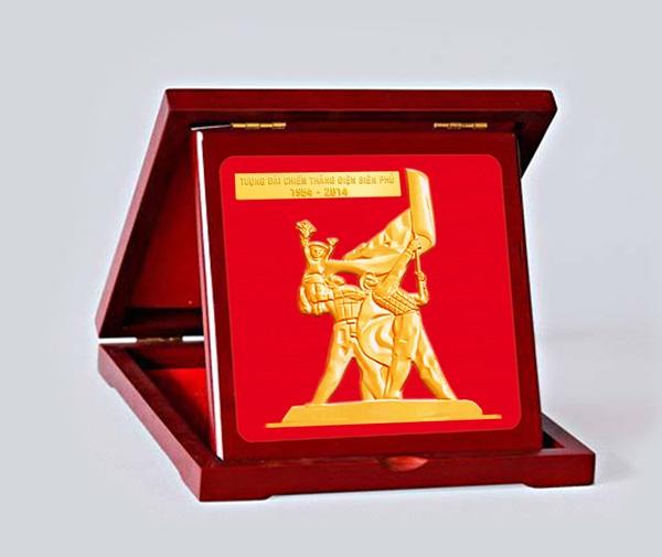 Đồng lộc kim tượng đài Điện Biên Phủ mạ vàng