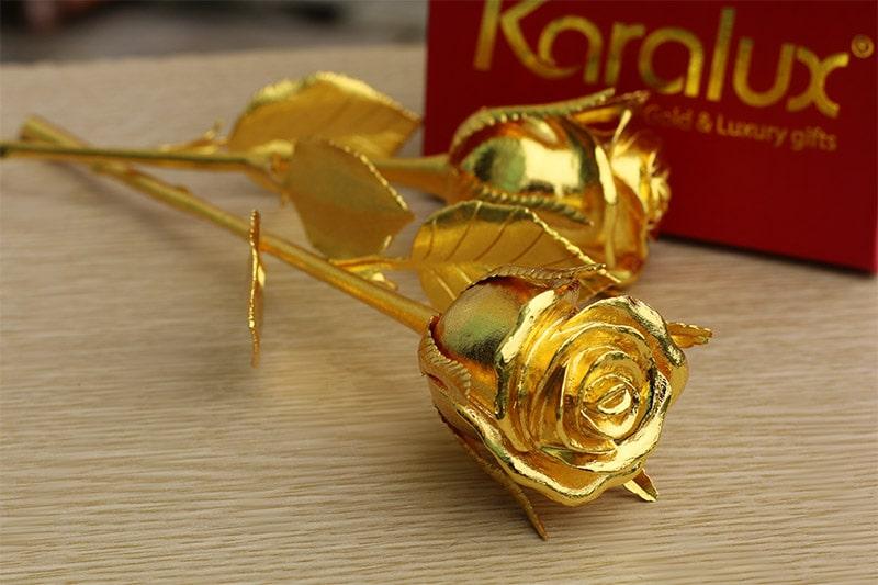 Bông hồng dát vàng chế tác bởi các nghệ nhân VinaTAB