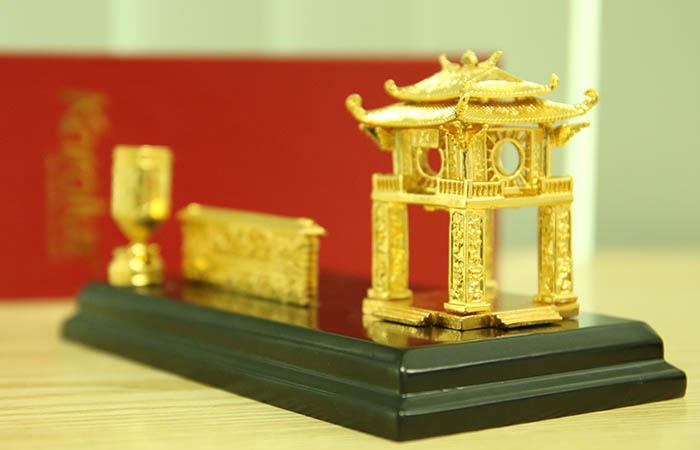 Biểu tượng Khuê Văn Các để bàn mạ vàng 7