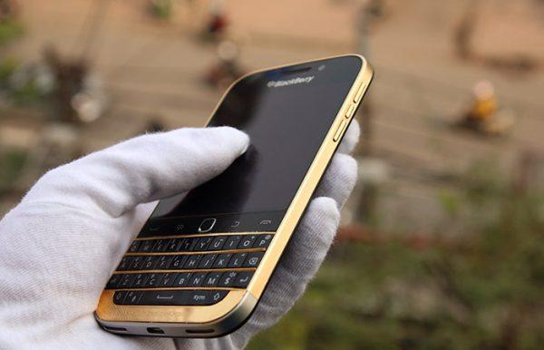 BlackBerry Classic mạ vàng 1