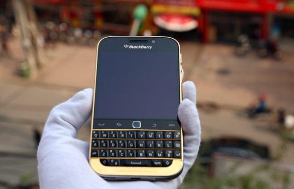 BlackBerry Classic mạ vàng 3