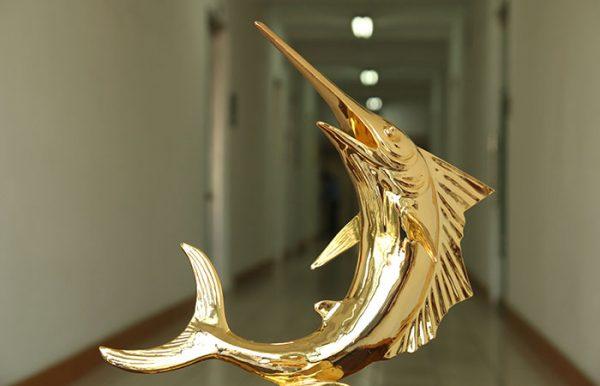 Cá Kiếm phong thủy mạ vàng 2
