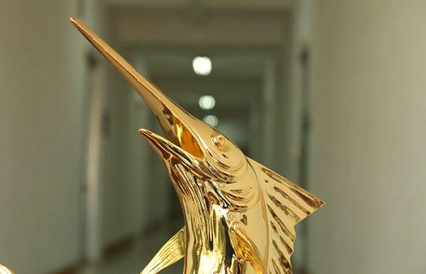 Cá Kiếm phong thủy mạ vàng 3