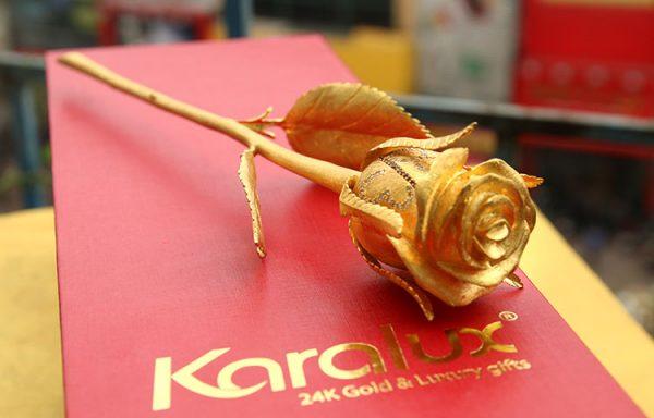 Bông hồng đúc vàng 24K đính kim cương 1