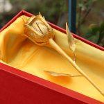 Bông hồng đúc vàng 24K đính kim cương 8