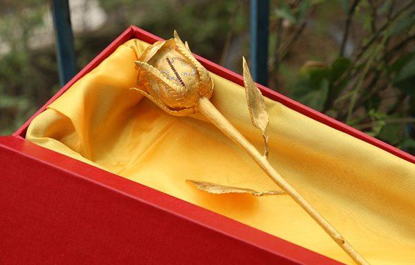 Bông hồng đúc vàng 24K đính kim cương 3