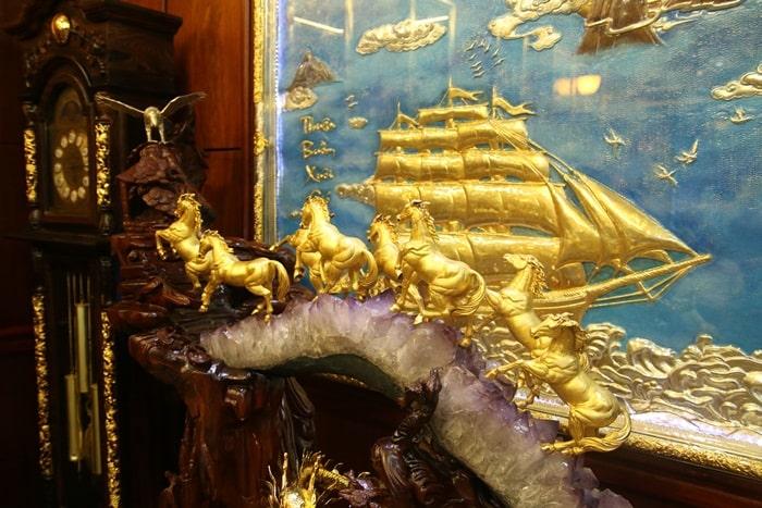 Bộ Bát mã mạ vàng được Karalux chế tác để chào đón xuân Giáp Ngọ 2013