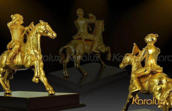 Tượng khỉ cưỡi ngựa mạ vàng (mẫu 1) 2