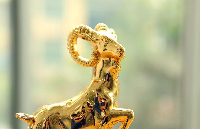 Tượng Dê huy hoàng mạ vàng