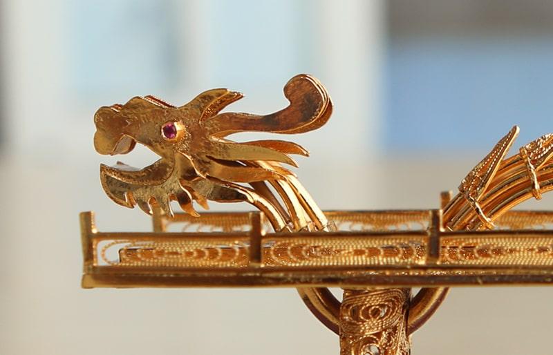 Cầu Rồng mạ vàng Thiết kế độc đáo và tinh xảo