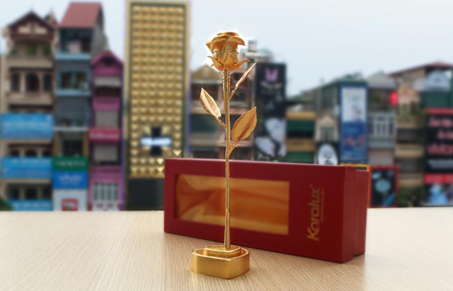 Giới thiệu Bông hồng đúc vàng nguyên khối giá 500 triệu bởi Karalux 4