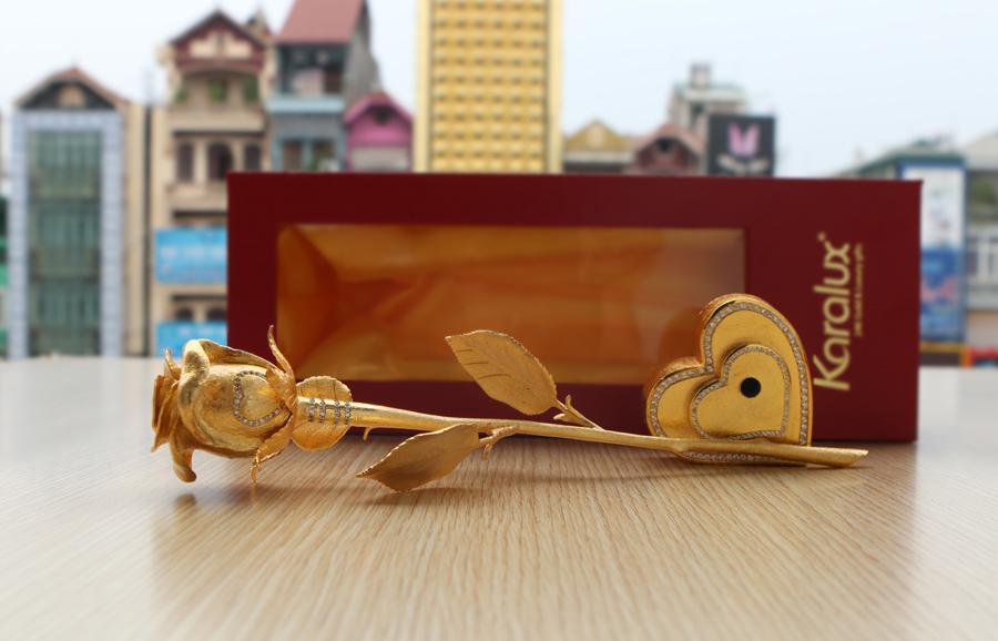 Giới thiệu Bông hồng đúc vàng nguyên khối giá 500 triệu bởi Karalux 2