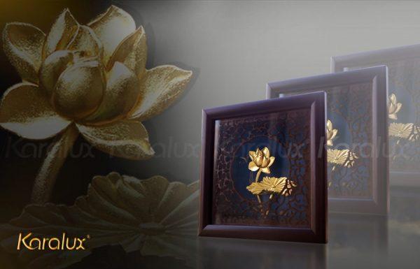Bức tranh hoa sen để bàn mạ vàng 24K 3
