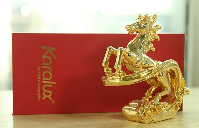 Tượng ngựa mạ vàng 24k