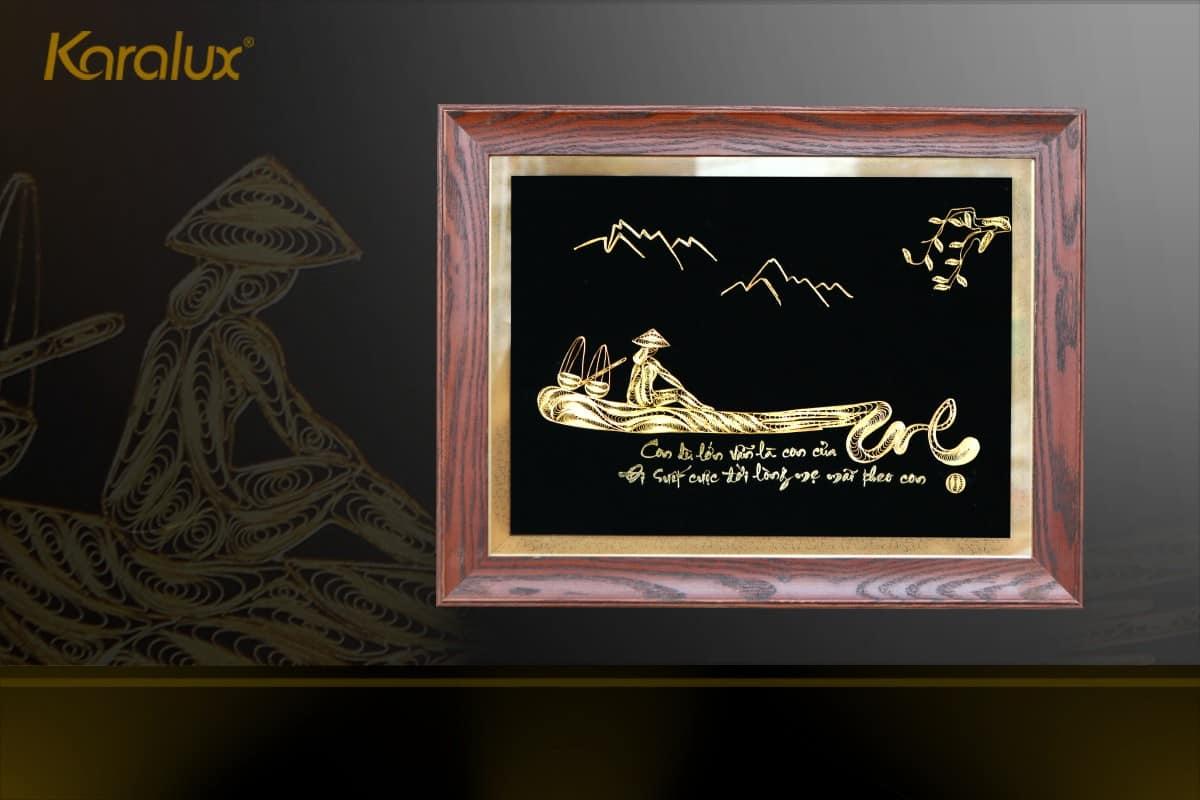 Tranh chữ mẹ mạ vàng 24k có 2 kích thước có sẵn là 35x45cm và 40x80cm