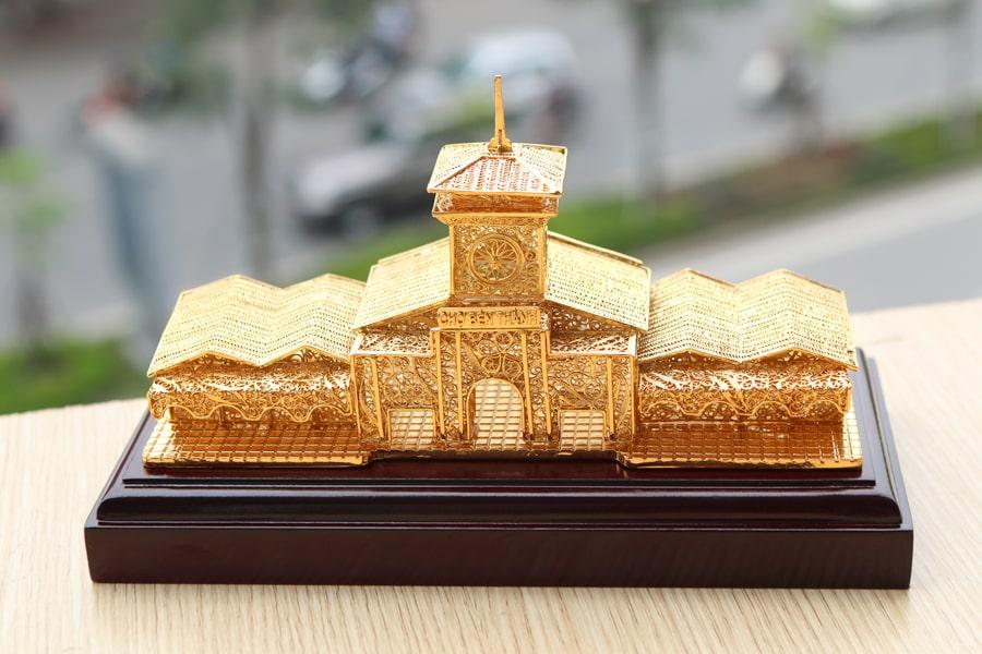 Mô hình chợ Bến Thành mạ vàng 24K bởi Karalux