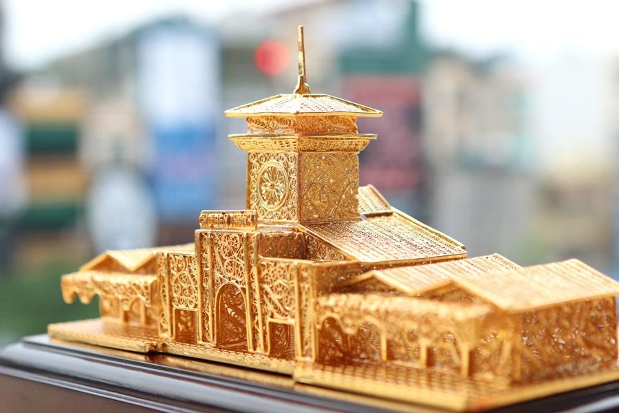 Mô hình chợ Bến Thành mạ vàng mang thương hiệu Karalux