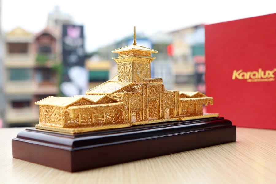 Mô hình chợ Bến Thành mạ vàng mang thương hiệu Karalux 2