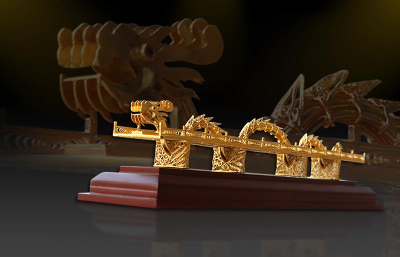 Biểu tượng Cầu Rồng mạ vàng độc đáo