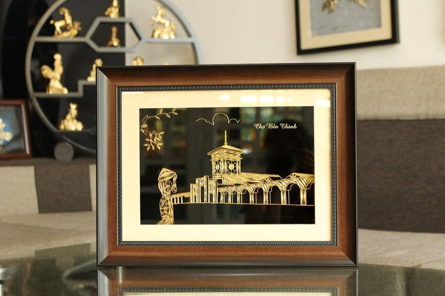 Tranh chợ Bến Thành mạ vàng làm quà tặng độc đáo 5