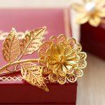 Sản phẩm được chế tác từ chất liệu kim loại quý, bề mặt phủ vàng ròng 24K