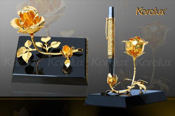 """Bông hoa hồng mạ vàng """"3 in 1"""" với đế pha lê đen sang trọng 3"""