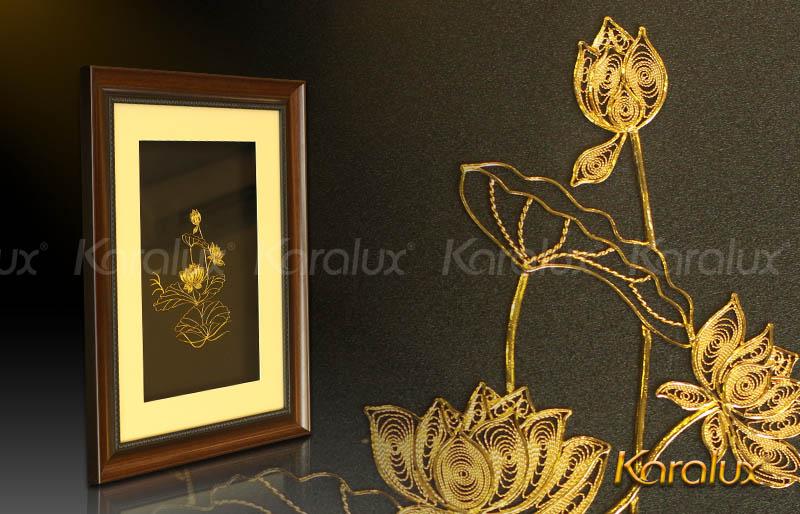 Tranh Hoa sen mạ vàng 24K độc đáo