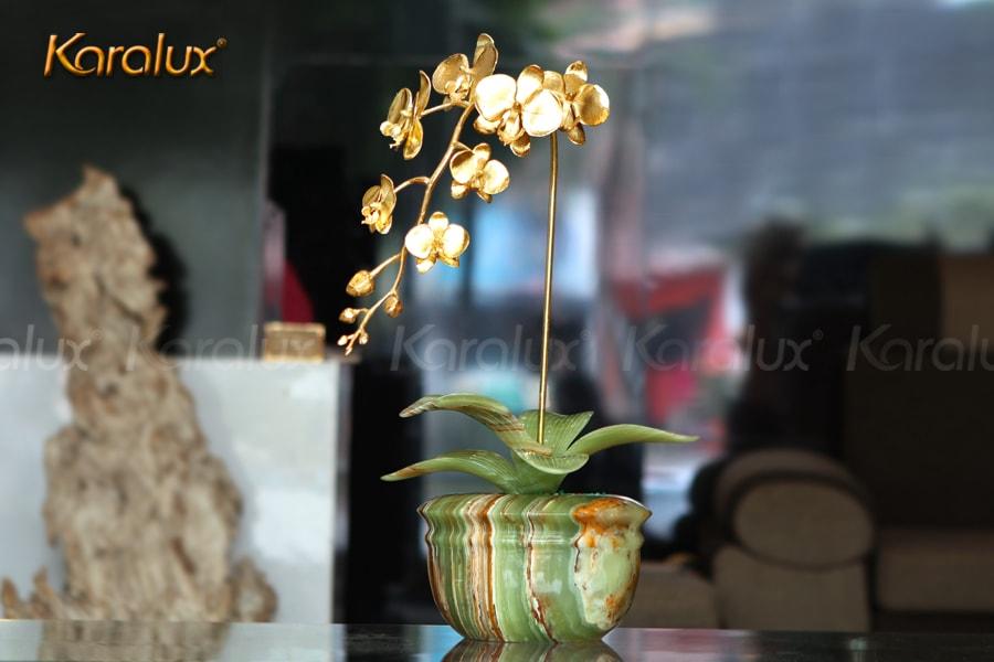 """Hoa lan mạ vàng phiên bản """"Cành vàng lá ngọc"""" chế tác bởi Karalux"""