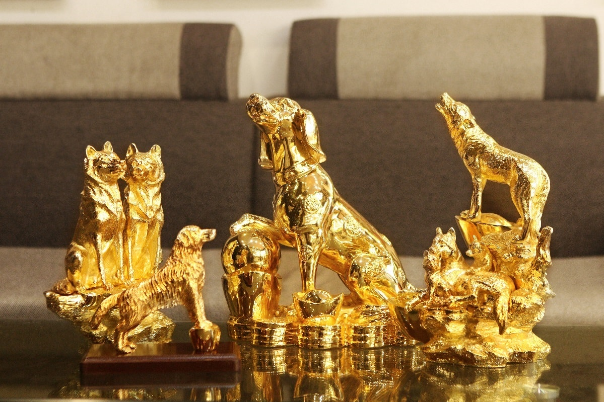 Bộ sưu tập tượng Linh Khuyển mạ vàng trấn gia an mừng xuân Mậu Tuất 2018