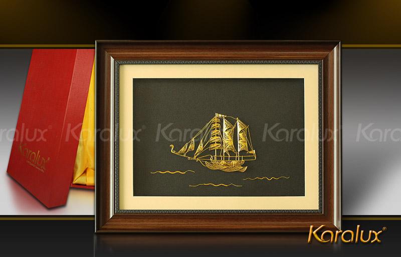 Tranh mô hình thuyền buồm chế tác từ bạc mạ vàng