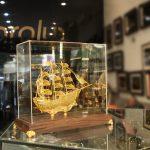 Mô hình thuyền buồm thuận buồm xuôi gió chế tác thủ công từ bạc mạ vàng 24k 9