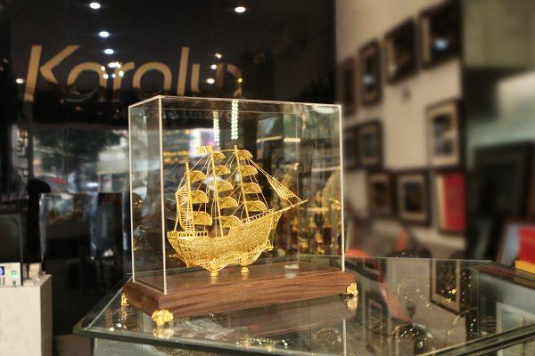 Mô hình thuyền buồm thuận buồm xuôi gió chế tác thủ công từ bạc mạ vàng 24k 4