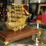 Mô hình thuyền buồm thuận buồm xuôi gió chế tác thủ công từ bạc mạ vàng 24k 5