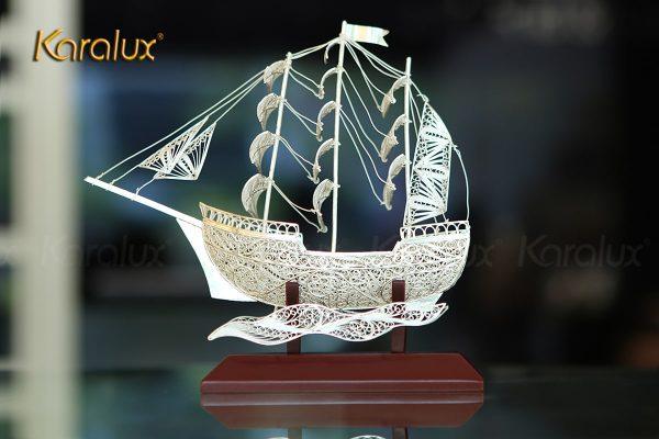 Mô hình thuyền buồm thuận buồm xuôi gió chế tác thủ công từ bạc mạ vàng 24k 3