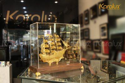 Tranh thuyền buồm phong thủy bằng bạc mạ vàng 12