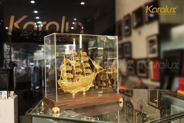 Mô hình thuyền buồm thuận buồm xuôi gió chế tác thủ công từ bạc mạ vàng 24k 1