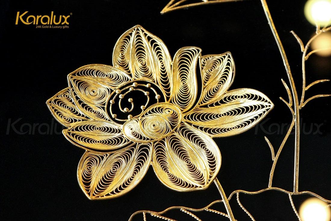 Tranh hoa sen phong thủy mạ vàng 12