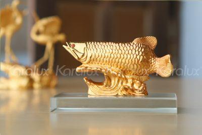 Sản phẩm được chế tác từ kim loại quý, bề mặt mạ vàng 24K sang trọng