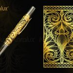 Bút mạ vàng với các họa tiết hoa văn hình trái tim cách điệu