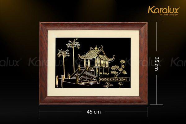 Tranh Chùa Một Cột mạ vàng có kích thước 35x45cm. Quý khách có thể đặt hàng theo kích thước riêng.